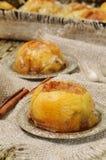 Zoete gesteunde appel met kaneel en honing Stock Fotografie