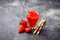 Zoete gezonde aardbei smoothie cocktail Stock Fotografie