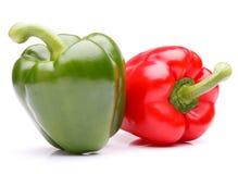 Zoete groene paprika die op wit knipsel wordt geïsoleerd als achtergrond Stock Afbeeldingen