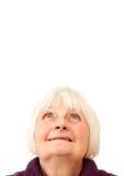 Zoete hogere vrouw die omhoog copyspace bekijkt Royalty-vrije Stock Foto's