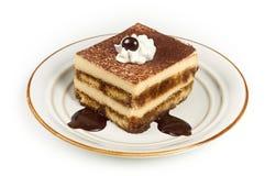 Zoete Italiaanse Gelaagde Tiramisu op de Plaat van het Dessert Stock Foto's