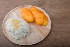 Zoete Kleverige Rijst met mango Royalty-vrije Stock Afbeeldingen