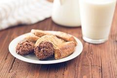 Zoete Koekjes en Melk Stock Afbeelding