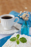 Zoete kouskous (tapioca) pudding (cuscuz doce) met kokosnoot Royalty-vrije Stock Foto