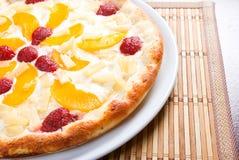 Zoete pizza met fruit Stock Foto