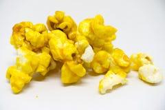 Zoete popcorn op witte achtergrond Royalty-vrije Stock Foto
