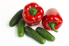 Zoete rode groene paprika en komkommer Stock Foto's