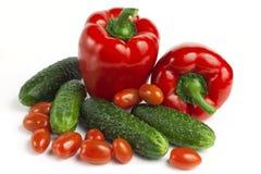Zoete rode groene paprika, komkommers en tomaten Stock Foto's
