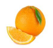 Zoete sinaasappel met een heldergroen blad Stock Foto