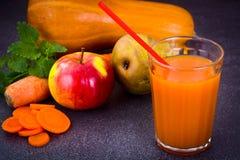 Zoete Smakelijke Vitaminewortel, Pompoen, Appelsap Stock Afbeelding
