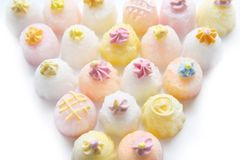 Zoete suiker cupcakes geometrische samenstelling driehoek Stock Afbeeldingen
