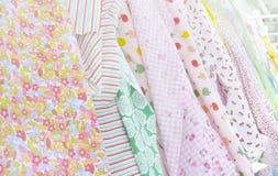 Zoete textielkleuren op vertoning Royalty-vrije Stock Afbeeldingen