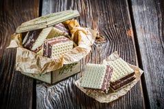 Zoete wafeltjes met chocolade en hazelnoot stock foto's