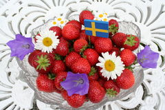 Zoete Zweedse aardbeien voor Midzomer Royalty-vrije Stock Fotografie