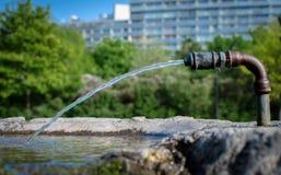 Zoetwater en het drinken fontein royalty-vrije stock afbeelding