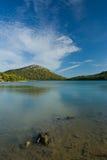Zoetwater meer op Adriatisch overzees eiland royalty-vrije stock afbeeldingen