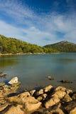 Zoetwater meer op Adriatisch overzees eiland royalty-vrije stock fotografie