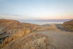 Zohar谷和死海盐蒸发筑成池塘 免版税库存图片
