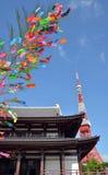 Zojo籍寺庙看法和东京耸立,东京,日本 免版税库存图片