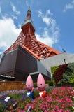 Zojo籍寺庙看法和东京耸立,东京,日本 免版税库存照片
