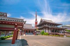 Zojo ji寺庙看法和东京耸立 免版税图库摄影