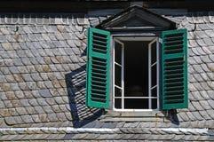 Zolder venster stock fotografie