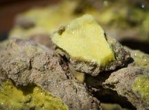 Zolfo - campione di minerale metallifero vulcanico dello zolfo Fotografia Stock
