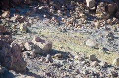 Zolfo giallo naturale al vulcano Pico del Teide nel parco nazionale di Teide, isole Canarie immagine stock libera da diritti