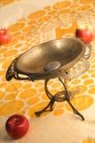 Zolla antica della frutta con le mele fotografia stock libera da diritti