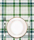 Zolla bianca sulla tovaglia checkered verde fotografia stock