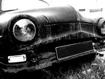 Zolla in bianco sulla vecchia automobile Fotografia Stock