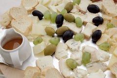 Zolla di formaggio con l'uva Immagini Stock