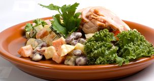Zolla di insalata e del pollo fotografia stock libera da diritti