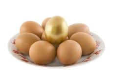 Zolla di menzogne delle uova rurali di Pasqua Immagine Stock Libera da Diritti