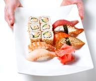 Zolla principale della holding del cuoco con i sushi Immagine Stock Libera da Diritti