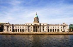 Zollamt - historischer Grenzstein in Dublin Lizenzfreies Stockfoto