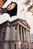 Zollamt und historische Borduhr in Norfolk Lizenzfreies Stockfoto
