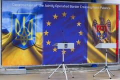 Zollbeamten an der Einweihung neuer ukrainischer Grenze Palanca Moldovans lizenzfreie stockfotos