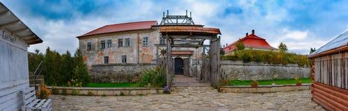 Zolochiv利沃夫州乌克兰, 2017年10月07日, Zolochiv城堡看法  免版税库存照片