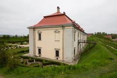 Zolochiv,乌克兰- 2017年5月02日:美丽的宫殿城堡和装饰庭院在利沃夫州地区在欧洲 Zolochiv城堡在Ukrain 免版税图库摄影