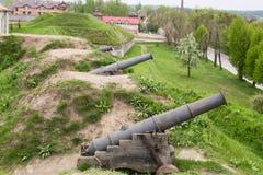 Zolochiv,乌克兰- 2017年5月02日:Zolochiv城堡大炮包括巨大的长方形盛大宫殿和更小的rotun 免版税库存图片