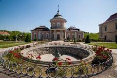 Zolochiv Ukraina - Juli 23 2009: Härlig slottslott och dekorativ trädgård i den Lviv regionen i Europa Arkivfoton