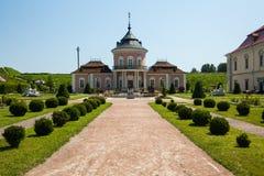Zolochiv Ukraina - Juli 23 2009: Härlig slottslott och dekorativ trädgård i den Lviv regionen i Europa Zolochiv slott i Ukrai Arkivfoto