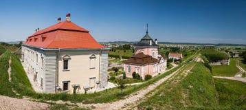 Zolochiv, Ukraine - 23 juillet 2009 : Vue de panorama au château de Zolochiv en Ukraine Le parc et le palais chinois dans Zolochi Photographie stock libre de droits