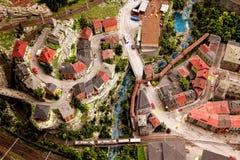 Zombaria acima da cidade Fotos de Stock