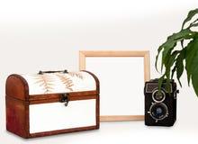 Zombaria acima do quadro de madeira, do modelo interior velho do cartaz do quadrado da casa da câmera, da planta e da caixa com  foto de stock