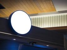 Zombaria da loja do quadro indicador acima da exposição da parte dianteira de Logo Circle Shop Foto de Stock