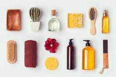 A zombaria do cuidado do banheiro e do corpo acima do molde para a identidade de marcagem com ferro quente projeta Vista de acima fotografia de stock