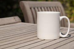A zombaria vazia branca da caneca de café adiciona até projeta/citação Imagens de Stock Royalty Free