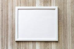 Zombe acima com quadro branco em um fundo de madeira rústico com cópia imagens de stock